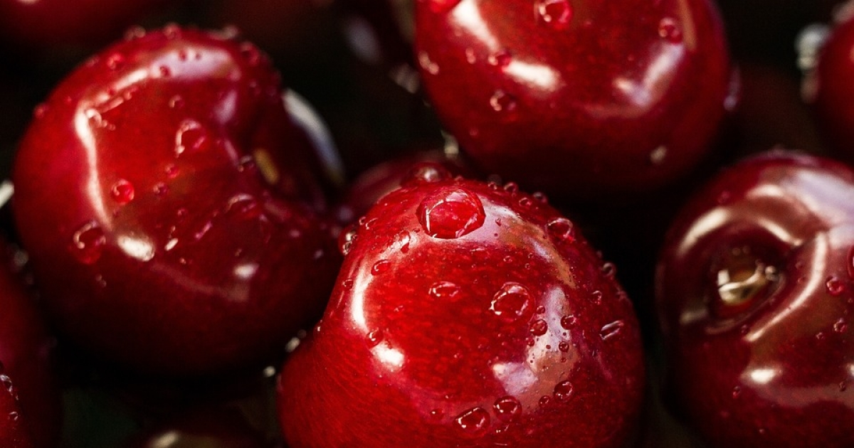 slabesti mancand doar fructe)
