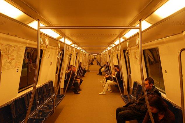 la metrou - Traducere în italiană - exemple în română   Reverso Context