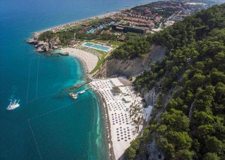 ZdG: Luxury in Antalya where the family of President Dodon rests