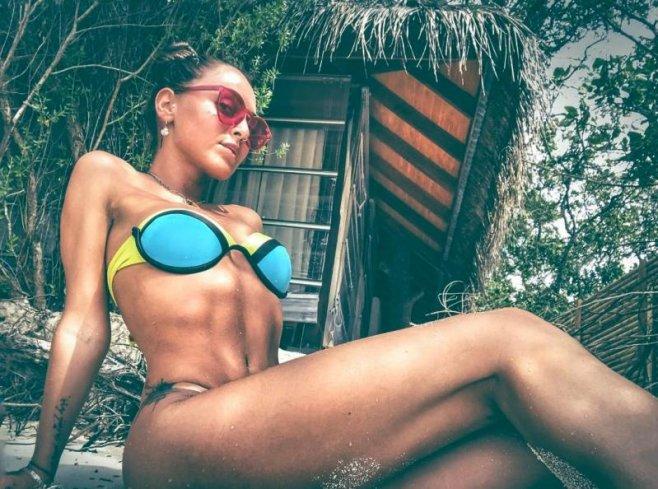 seksualnaya-zhopa-striptizersha-studentka-foto-zheni