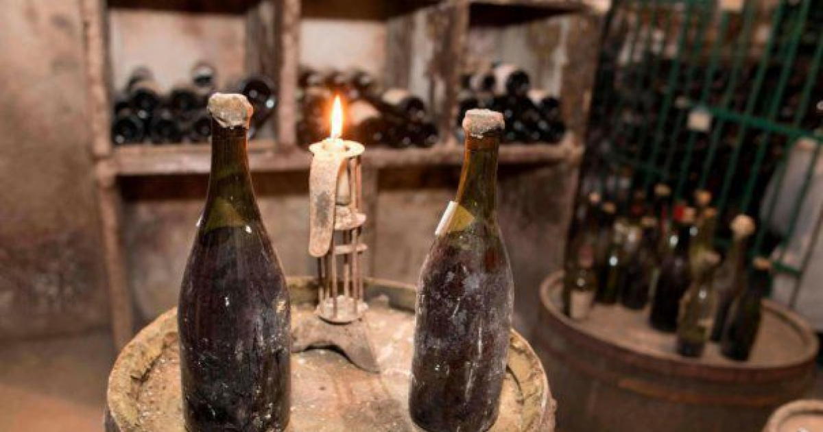 Sticlă de vin vechi, vândută la licitaţie cu peste de euro : Europa FM