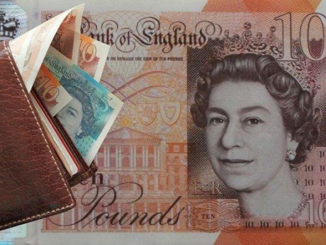 Lira sterlină, la EGALITATE cu euro. Brexitul depreciază MASIV moneda Regatului