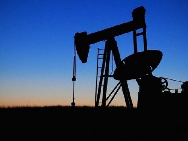 Semne de criză mondială. China și Europa raportează date economice sub așteptări, petrolul scade cu 5%