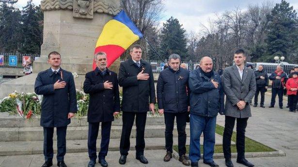 Chirtoacă, Munteanu, Deliu și Carp la o acțiune comună de Ziua Unirii: Să lăsăm orgoliile la o parte, să putem da mâna