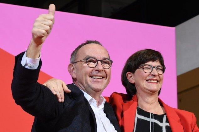 Social-democrații fac un viraj la stânga amenințător pentru Angela Merkel
