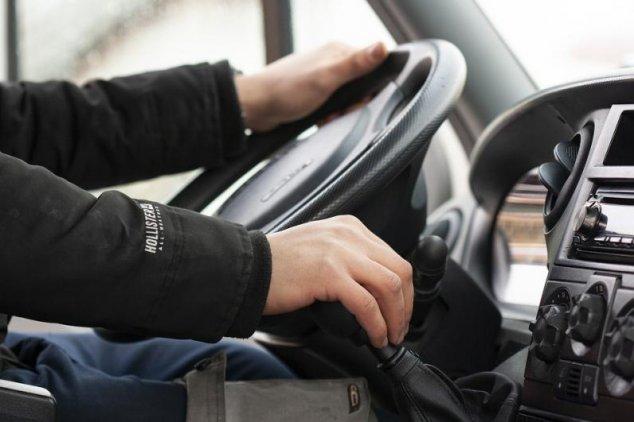 Un tânăr din Rezina a încercat să mituiască un poliţist ca să scape de amendă pentru conducerea automobilului fără acte