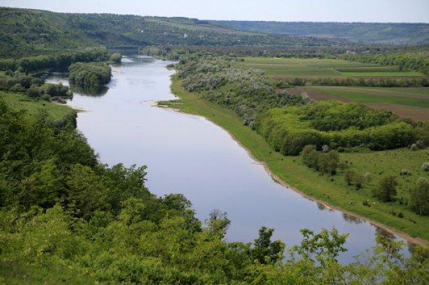INVESTIGAȚIE / Mitul calității apei din Nistru. Beneficiarii poluării